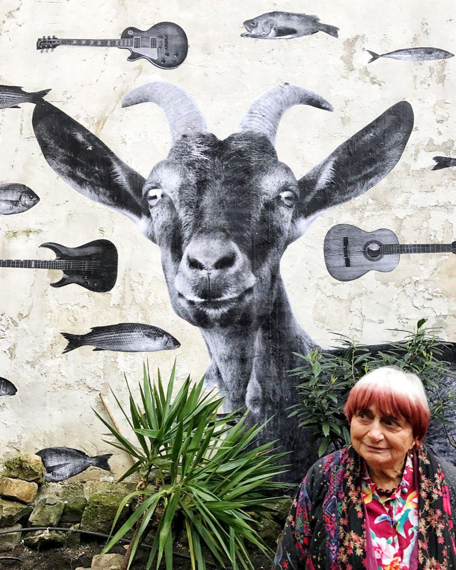 Agnès Varda et une chèvre